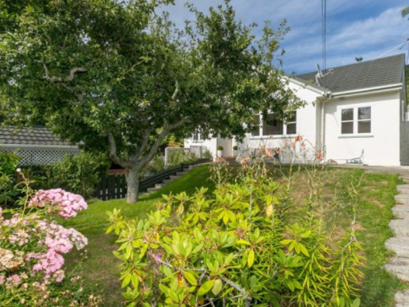 PICTURE-PERFECT FIRST HOME -16 Hathaway Avenue, Karori
