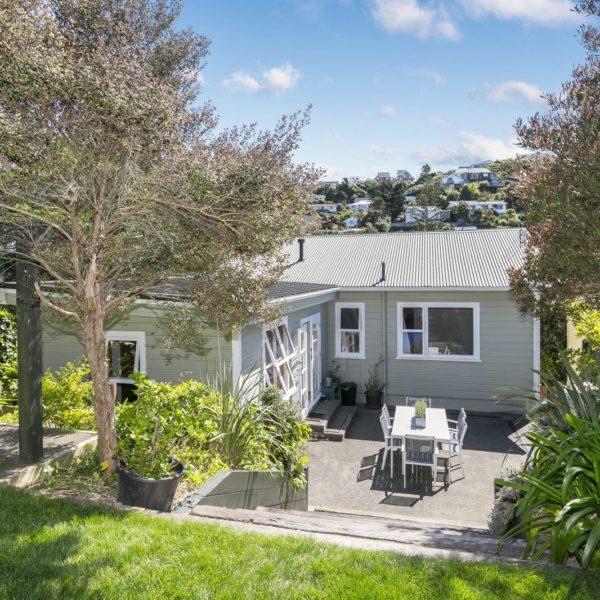 SIMPLY CHARMING – 71 Severn Street, Island Bay