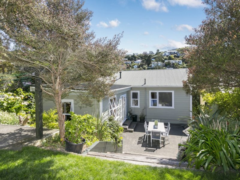 SIMPLY CHARMING – 71 Severn Street, Island Bay