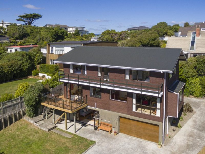 BIG ON SUN & SPACE – 7 Te Kainga Way, Khandallah