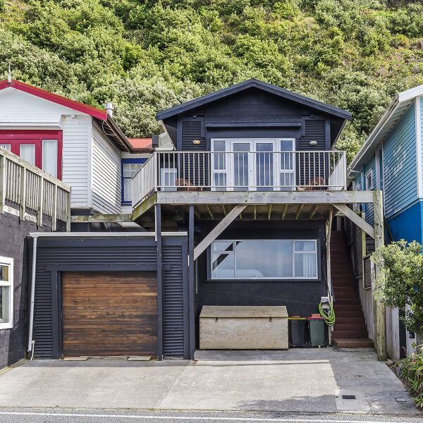 LYALL BAY AT ITS BEST – 402 Queens Drive, Lyall Bay